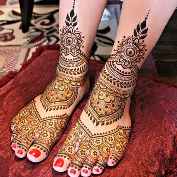 mehndi art for legs