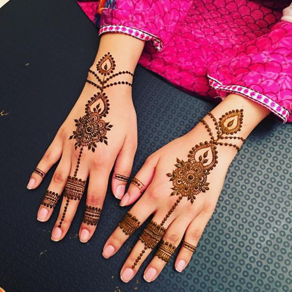 simple mehndi design till wrist