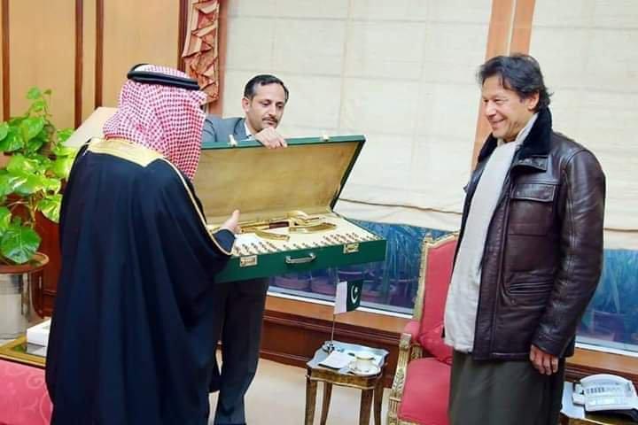 Governor of Tabuq gifts Golden Kalashnikov to Imran Khan