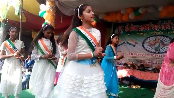 Indian Children Performance on Mujhe Dushman Ke Bachon ko Padhana hai